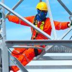 Trabalho em altura: por que as equipes da indústria elétrica precisam estar atentas?